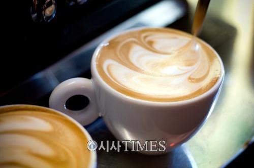 깊은 커피향으로 체험하는 호주 멜버른의 진짜 매력