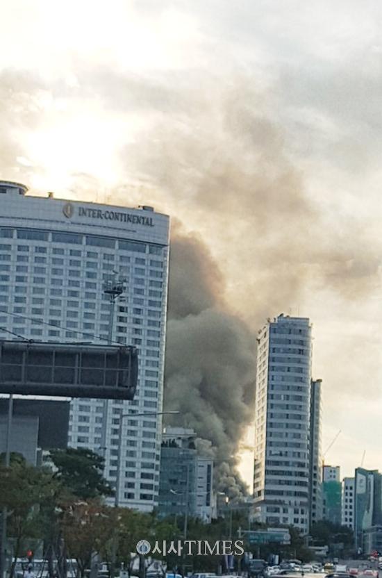 [속보] 라마다서울 호텔 인근 공사장서 큰 화재 발생
