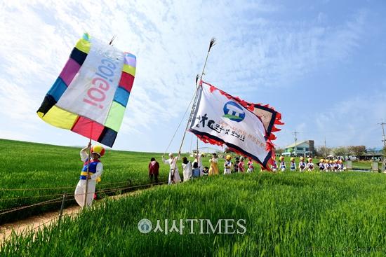 고창 청보리밭축제, 지역경제 활성화에 큰 몫 담당