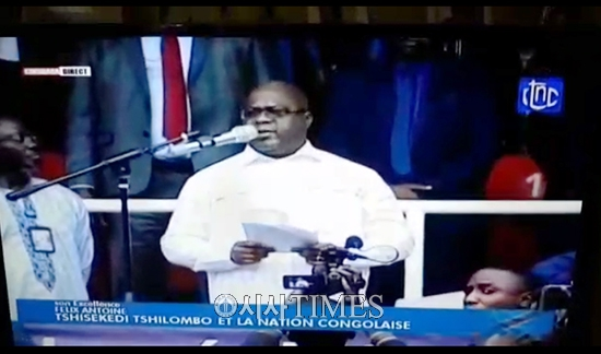 """콩고민주공화국 현직 대통령, 국가를 위한 기도회에서 …""""오 우리 하나님 당신의 손에 콩고를 바칩니다"""""""