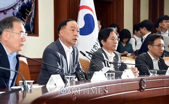 """홍남기 """"日 수출규제 철회해야…글로벌경제 부정적 영향 우려"""""""