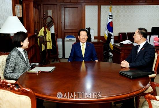 """'총리- 부총리협의회' 첫 개최…""""'내각이원팀'으로 일해 나가기로"""""""