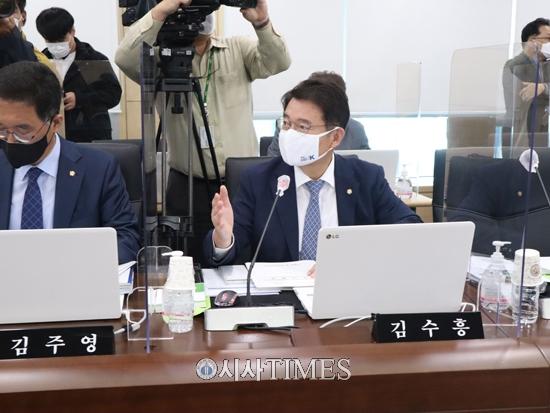 """김수흥 의원, """"장점마을 사태, 정부와 기업이 책임져야"""""""